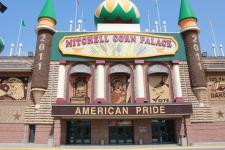 Mitchell Corn Palace tourist trap, South Dakota tourist trap, tourist trap