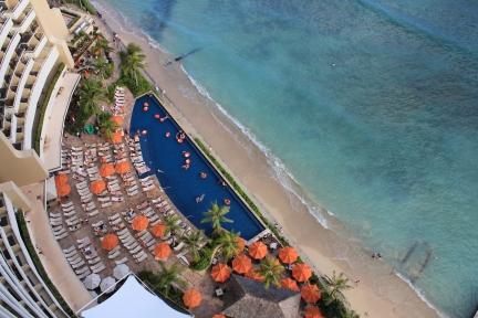 looking down, Hawaii balcony view, Sheraton Waikiki, Waikiki, Hawaii, beach, tropical, vacation, Waikiki hotel